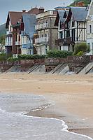 France, Calvados (14), Côte Fleurie, Houlgate: les villas du front de mer  //  France, Calvados, Côte Fleurie, Houlgate:  waterfront villas