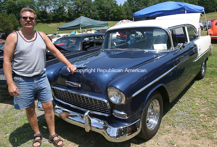 WOODBURY, CT 24 July 2005 -072405BZ16-  Kent Adams, of Naugatuck, with his 1955 Chevrolet BelAir.  203-729-8761<br /> Jamison C. Bazinet Photo
