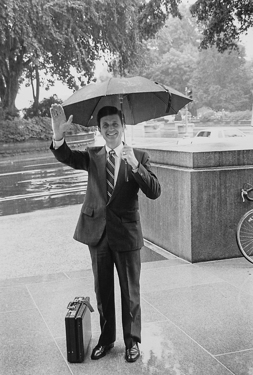 Rep. Wally Herger, R-Calif., in front of Longworth building on Aug. 9, 1990. (Photo by Maureen Keating/CQ Roll Call via Getty Images)