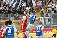 Kopfball Sandro Sirigu (SV 98) gegen Alexander Bieler (SVS) - SV Darmstadt 98 vs. SV Sandhausen, Stadion am Boellenfalltor