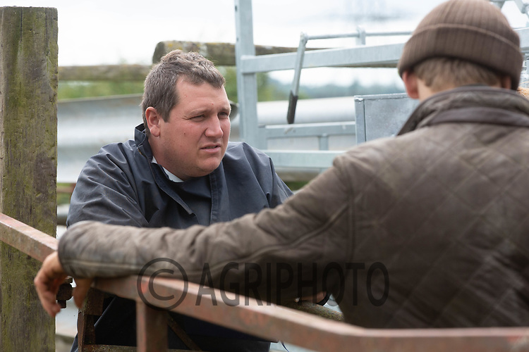19.6.2020 A vet talking to a farmer  <br /> ©Tim Scrivener Photographer 07850 303986<br />      ....Covering Agriculture In The UK.