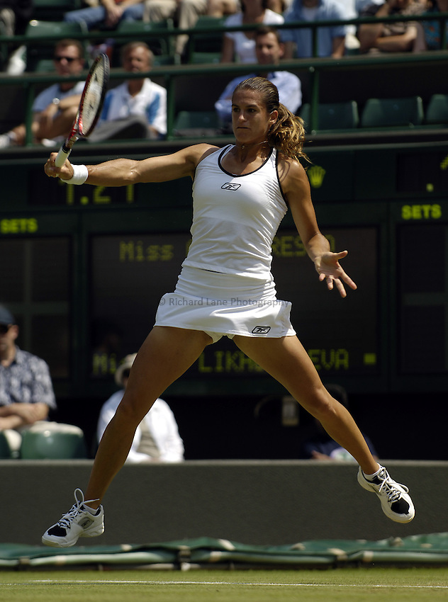 Photo. Jed Wee..Wimbledon Championships. 27/06/2005..Amelie Mauresmo.