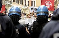 Roma, 17 Settembre 2013<br /> Via dei Prefetti<br /> I movimenti per il diritto all'abitare occupano la sede dell'ANCI, l'associazione nazionale dei comuni italiani,contro gli sfratti la tax service e le politiche del Governo sull'emergenza abitativa.