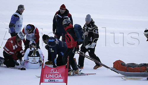 28 12 2009 Lindsey Vonn of USA injured After Falling in First Run for women  Giant Slalom World Cup Race in Lienz Austra Giant Slalom Race for women  Audi FIS Alpine Skiing World Cup 2009  in Lienz Slovenia ON 28th of December 2009 .