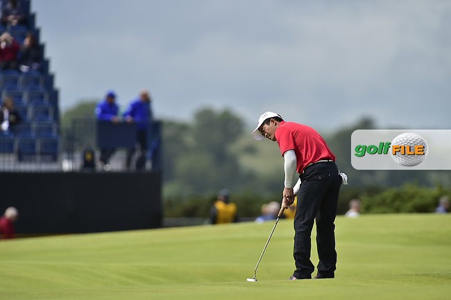 Wen-chong LIANG (CHN) putts on the 4th green Friday's Round 2 of the 144th Open Championship, St Andrews Old Course, St Andrews, Fife, Scotland. 17/07/2015.<br /> Picture Eoin Clarke, www.golffile.ie
