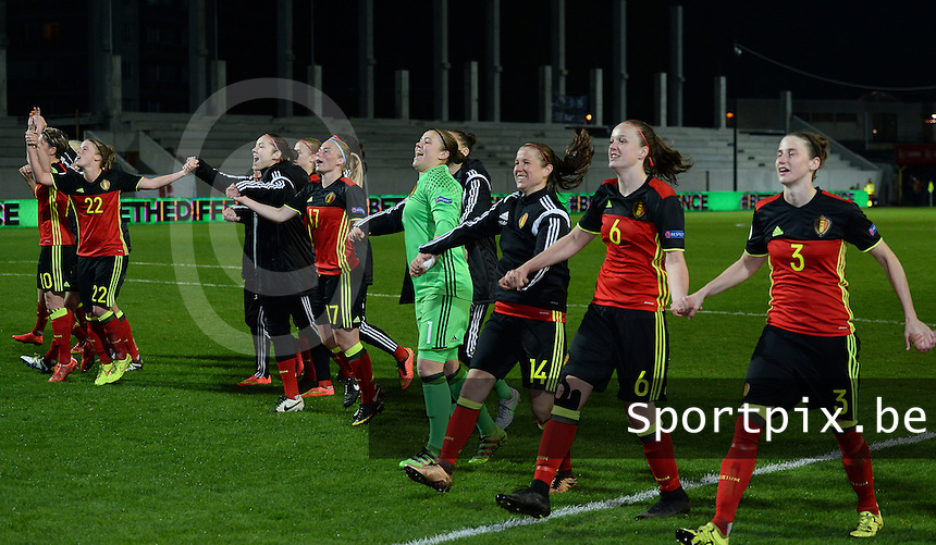 20160412 - LEUVEN ,  BELGIUM : Belgian team pictured celebrating their 6-0 win in the female soccer game between the Belgian Red Flames and Estonia , the fifth game in the qualification for the European Championship in The Netherlands 2017  , Tuesday 12 th April 2016 at Stadion Den Dreef  in Leuven , Belgium. PHOTO SPORTPIX.BE / DAVID CATRY