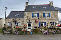 France, Bretagne, (29), Finistère, Cap Sizun, Plogoff: Le port de Feunteun Aod sur la pointe du Raz , maison de pêcheur //  France, Brittany, Car Sizun, Plogoff