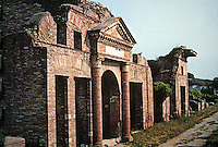 Italy: Ostia--Warehouse (Horrea). Epagathiana and Epaphroditiana, proprietors. Antonine Period, mid-2nd C. Photo '83.