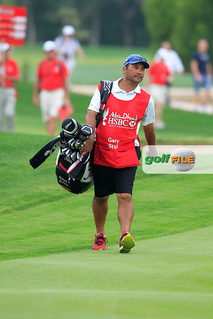 Caddy Jason Jacobs on he 18th hole during Sunday's Final Round of the Abu Dhabi HSBC Golf Championship 2015 held at the Abu Dhabi Golf Course, United Arab Emirates. 18th January 2015.<br /> Picture: Eoin Clarke www.golffile.ie