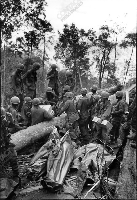 US forces with casualties in body bags,  Battle of Dak To, Hill 875, South Vietnam, November 1967