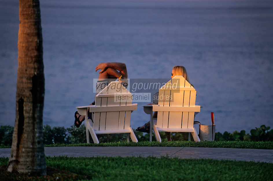 """Iles Bahamas / New Providence et Paradise Island / Nassau: Hotel """"One & Only Océan Club"""" vacanciers dans le parc dans la lumière du soir"""