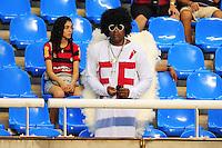 ATENCAO EDITOR: FOTO EMBARGADA PARA VEÍCULOS INTERNACIONAIS. - RIO DE JANEIRO, RJ, 16 DE SETEMBRO DE 2012 - CAMPEONATO BRASILEIRO - FLAMENGO X GREMIO - Torcedor do Flamengo, antes da partida contra o Gremio, pela 25a rodada do Campeonato Brasileiro, no Stadium Rio (Engenhao), na cidade do Rio de Janeiro, neste domingo, 16. FOTO BRUNO TURANO BRAZIL PHOTO PRESS
