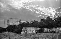 Milano, quartiere Bovisa, periferia nord. Vecchio gasometro --- Milan, Bovisa district, north periphery. Old gasometer