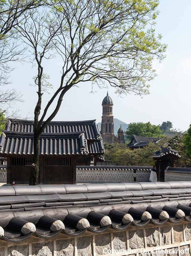 Ahnenschrein der Yi-Dynastie und Kathedrale, Jeonju, Provinz Jeollabuk-do, S&uuml;dkorea, Asien<br /> ancestral shrine of Yi-Dynasty and cathedral  in Jeonju, province Jeollabuk-do, South Korea, Asia