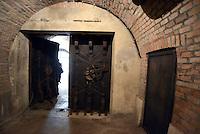 Roma, 24 Marzo 2016.<br /> L'entrata.<br /> Apre al pubblico il bunker dei Savoia.<br /> Il rifugio antiaereo dei Savoia fu costruito nel parco di Villa Ada nel 1940-42. Di forma circolare e a circa 200 m. di profondità, era accessibile alle auto e dotato di un efficace sistema di impianto di aerazione e filtraggio, azionabile anche in assenza di energia elettrica.<br /> <br /> Rome, March 24, 2016 .<br /> Opening to the public the Savoy bunker.<br /> The air-raid shelter of the Savoy was built in the park of Villa Ada in 1940-42 . Circular in shape and about 200 m . depth , was accessible to cars and equipped with an effective ventilation system and filtering system , also operable in the absence of electricity .