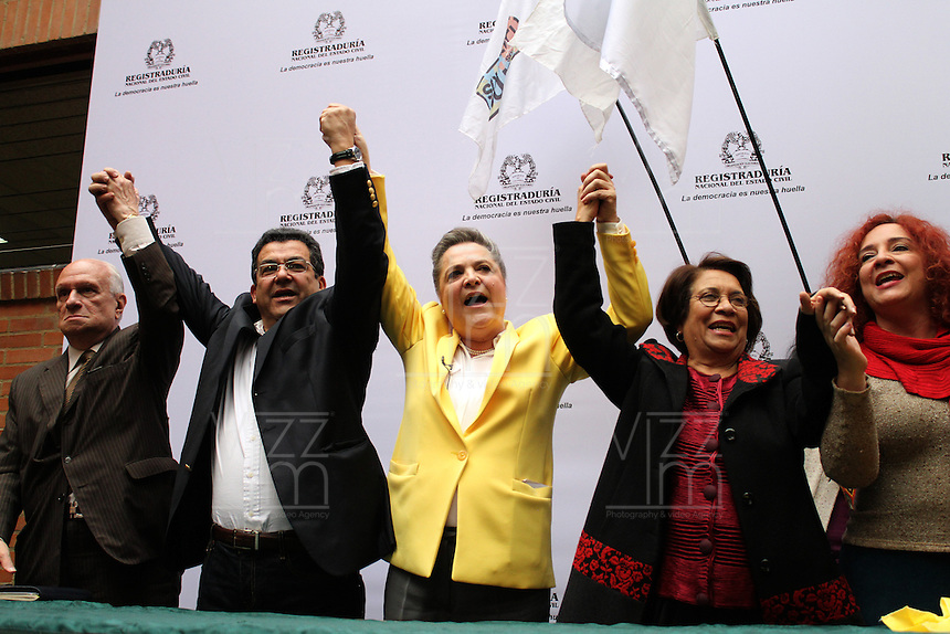 BOGOTA -COLOMBIA. 14-03-2014. Las candidatas presidenciales Clara Lopez   y Aida Abella de la izquierda colombiana se unieron como formula para los comicios presidenciales 2014 -2018 ,su inscripcion se hizo ante  el registrador nacional Carlos Ariel Sanchez  / The presidential candidate Clara Lopez (Right) and Aida Abella of the Colombian left joined as formulated for the presidential election 2014 -2018, his registration was made before the National Registrar Carlos Ariel Sanchez.   Photo: VizzorImage/ Felipe Caicedo / Staff