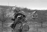 - NATO intervention in Bosnia-Herzegovina, Italian soldiers on patrol in a Serbian village (January 1996)....- intervento NATO in Bosnia-Herzegovina, militari italiani di pattuglia in un villaggio serbo (gennaio 1996)