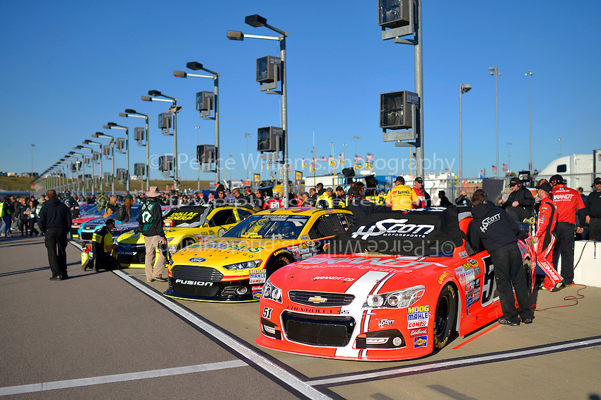 Lined of for qualifying, Justin Allgaier (#51)
