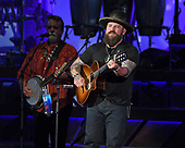 WEST PALM BEACH, FL - SEPTEMBER: 22: Darrell Scott and Zac Brown of the Zac Brown Band perform at The Coral Sky Amphitheatre on September 22, 2017 in West Palm Beach Florida. Credit Larry Marano © 2017