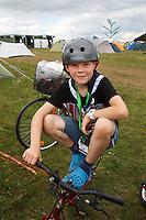 Kid with helmet on his bike in spring town. Photo: Magnus Fröderberg/Scouterna