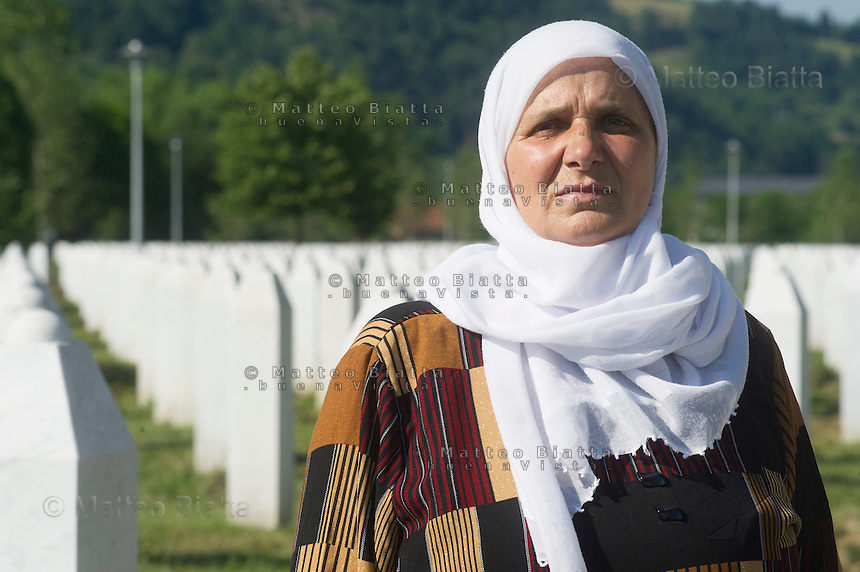SREBRENICA VENTI CHE SCUOTONO IL SILENZIO NELLA FOTO HATIDŽA MEHMEDOVIĆ PRESIDENTE DELLE MADRI DI SREBRENICA POTOČARI 02/06/2015 FOTO MATTEO BIATTA<br /> <br /> SREBRENICA WINDS THAT SHAKE THE SILENCE IN THE PICTURE HATIDŽA MEHMEDOVIĆ PRESIDENT OF THE MOTHERS OF SREBRENICA POTOČARI 02/06/2015 PHOTO BY MATTEO BIATTA