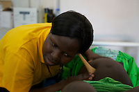 UNFPA South Sudan supports human capacity building in the health sector. UNV performing a check-up of a pregnant woman at Muniki health centre in the maternity unit shortly before giving birth. She assists future mothers during their pregnancy.