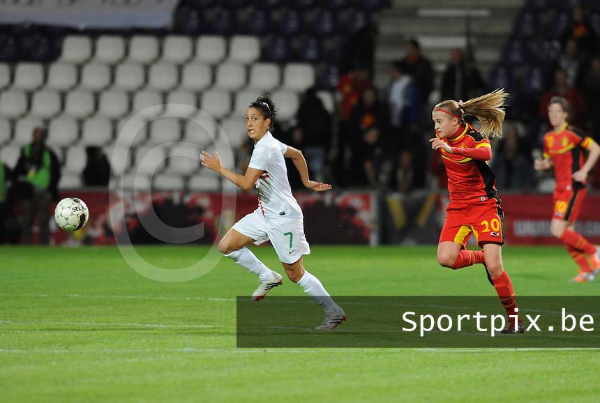Belgian Red Flames - Portugal (31/10/2013) :<br /> Julie Biesmans (R) in achtervolging op Claudia Neto (L)<br /> foto Dirk Vuylsteke / nikonpro.be