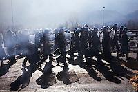 Val di Susa: la polizia rimuove il blocco autostradale sull'A32 Torino-Bardonecchia all'uscita di Chianocco.....