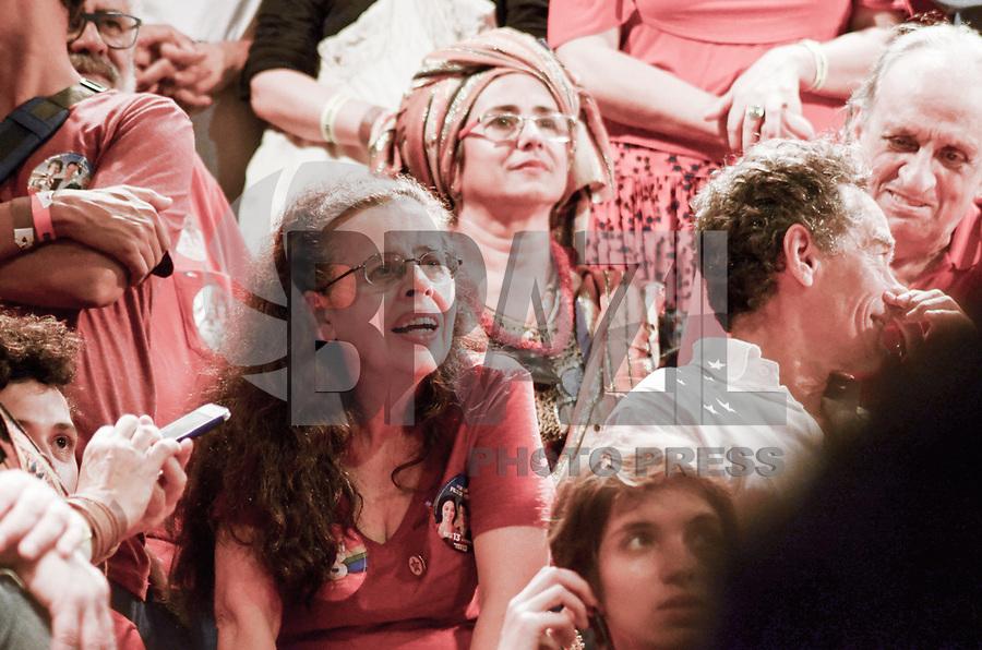 RIO DE JANEIRO, RJ, 01.10.2018 - ELEIÇÕES-2018 - A atiz brasileira Cristina Pereira esteve presente no ato político na Cinelândia, região central do Rio de Janeiro nesta segunda-feira, 01. (Foto: Vanessa Ataliba/Brazil Photo Press)