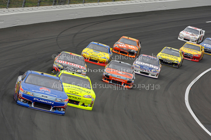 Greg Biffle (#16) leads a pack through turn 3.