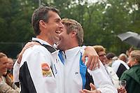 06-06-10, Tennis, Den Haag, Playoffs Eredivisie, Coach Mark Paul Burgersdijk en Tim Rompa vieren feest