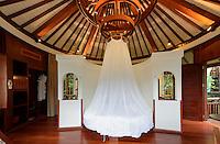 Hotelbungalow im Birdnest Resort bei Sanya auf der Insel Hainan, China<br /> Bungalow of Birdsnest Resort near Sanya, Hainan island, China