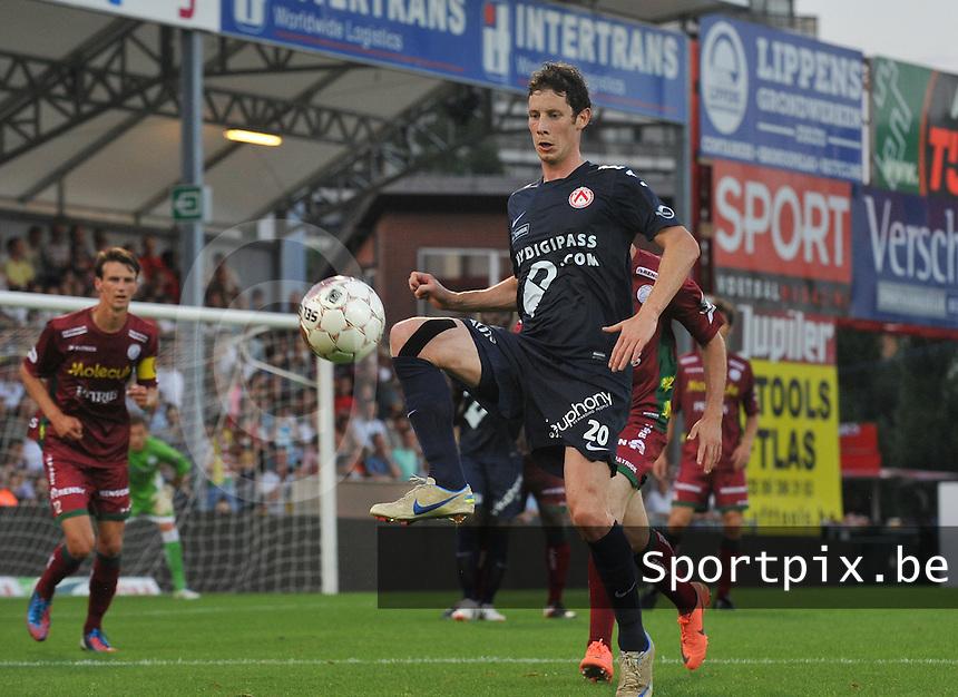SV Zulte-Waregem - KV Kortrijk : Thomas Matton met de balaanname.foto VDB / BART VANDENBROUCKE