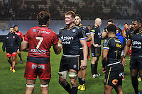 Juan Fernandez Lobbe of Toulon and Stuart Hooper of Bath Rugby shake hands after the match. European Rugby Champions Cup match, between RC Toulon and Bath Rugby on January 10, 2016 at the Stade Mayol in Toulon, France. Photo by: Patrick Khachfe / Onside Images