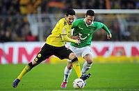 FUSSBALL   1. BUNDESLIGA   SAISON 2011/2012   23. SPIELTAG Borussia Dortmund - Hannover 96                        26.02.2012 Ilkay Guendogan (li, Borussia Dortmund) gegen Manuel Schmiedebach (re, Hannover 96)