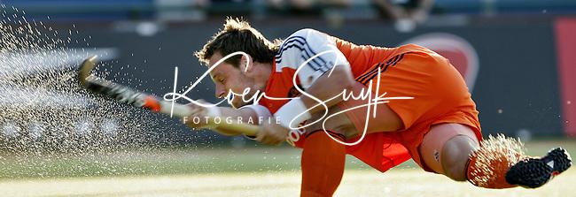 NLD-20050829-Leipzig-EK HOCKEY Nederland-Polen 2-1. Taeke Taekama brengt de stand op 2-0. Hij maakte beide doelpunten voor Nederland uit een strafcorner.
