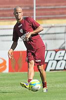 SÃO PAULO, SP, 27 DE JANEIRO DE 2014 -  ESPORTES - FUTEBOL - TREINO DA PORTUGUESA - Bruninho,  Durante treino no estádio do Canindé, preparação para partida entre a equipe do Botafogo (RP). FOTOS: Dorival Rosa/Brazil Photo Press).