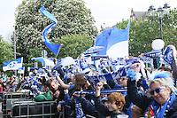Darmstädter Fans feier - SV Darmstadt 98 Klassenerhaltsfeier auf dem Karolinenplatz