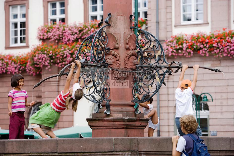 Europe/Allemagne/Bade-Würrtemberg/Heidelberg: Place du Marché avec Fontaine d'Hercule et Hotel de Ville