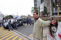 SANTO ANDRE, SP, 16 DE FEVEREIRO 2012 - JULGAMENTO LINDEMBERG ALVES - CASO ELOA - Movimentacao no Forum de Santo Andre onde Lindemberg Alves, de 25 anos, pode prestar depoimento, no quarto dia do júri do caso Eloá. Ele é acusado pela morte da ex- namorada Eloá Cristina Pimentel, de 15 anos, em um conjunto habitacional de Santo André, em outubro de 2008. (FOTO: ADRIANO LIMA - BRAZIL PHOTO PRESS).