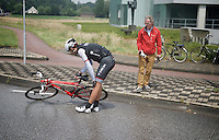 Gert Steegmans (BEL/Trek Factory Racing) crashed on a wet roundabout and abandoned the race.<br /> Steegmans is experiencing a crash-heavy season so far.<br /> <br /> stage 5: Eindhoven - Boxtel (183km)<br /> 29th Ster ZLM Tour 2015