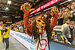 10.03.2019, RASTA Dome 2.0, VECHTA, GER, easycredit-bbl, RASTA Vechta vs  FC Bayern M&uuml;nchen, im Bild<br /> <br /> Jubel bei RASTA Vechta nach dem Sieg <br /> <br /> Bob das Maskottchen<br /> Foto &copy; nordphoto / Kokenge