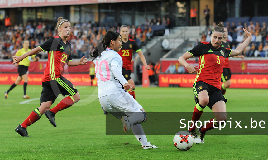 20170613 - LEUVEN ,  BELGIUM : Belgian Heleen Jaques (R) and Japanese Ayumi Oya (M) pictured during the female soccer game between the Belgian Red Flames and Japan , a friendly game before the European Championship in The Netherlands 2017  , Tuesday 13 th Juin 2017 at Stadion Den Dreef  in Leuven , Belgium. PHOTO SPORTPIX.BE | DIRK VUYLSTEKE