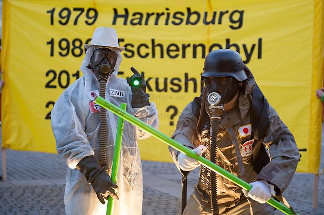 Greenpeace-Protest gegen Atomkraft.<br />Anlaesslich des dritten  Jahrestages des Super-GAU im japanischen Fukushima protestierte die Umweltschutzorganisation Greenpeace am Montag den 10. Maerz 2014 auf dem Bebelplatz in Berlin gegen die Nutzung von Atomkraft und den sofortigen Ausstieg aus der Atomkraft.<br />10.3.2014, Berlin<br />Copyright: Christian-Ditsch.de<br />[Inhaltsveraendernde Manipulation des Fotos nur nach ausdruecklicher Genehmigung des Fotografen. Vereinbarungen ueber Abtretung von Persoenlichkeitsrechten/Model Release der abgebildeten Person/Personen liegen nicht vor. NO MODEL RELEASE! Don't publish without copyright Christian-Ditsch.de, Veroeffentlichung nur mit Fotografennennung, sowie gegen Honorar, MwSt. und Beleg. Konto:, I N G - D i B a, IBAN DE58500105175400192269, BIC INGDDEFFXXX, Kontakt: post@christian-ditsch.de<br />Urhebervermerk wird gemaess Paragraph 13 UHG verlangt.]