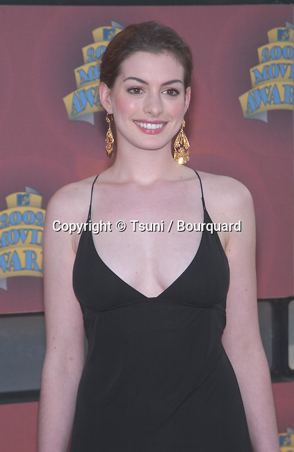 Anne Hathaway at the 2002 MTV MOVIE AWARDS, Saturday, June 1, at the Shrine Auditorium, Los Angeles, CA.            -            mtvMovieA_125.jpg