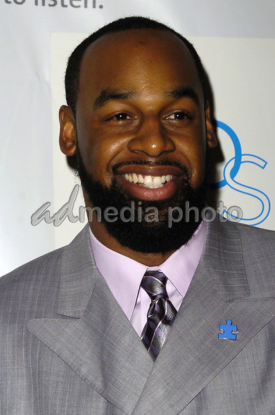 "14 March 2007 - New York, New York - Donovan McNabb. ""Kickoff For A Cure II"" Benefit Gala to benefit Autism Speaks and The Gillen Brewer School for children with disabilities at the Waldorf-Astoria Hotel. Photo Credit: Bill Lyons/AdMedia *** Local Caption ***"