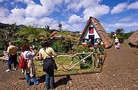 Portugal, Madeira, an der Nordkueste in Santana stehen noch einige der traditionellen strohgedeckten Holzhaeuser (Casa de Colmo)