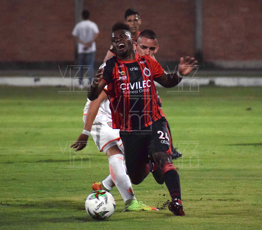 CÚCUTA- COLOMBIA, 03-02-2019:Acción de juego entre los equipos Cúcuta Deportivo y el Envigado durante partido por la fecha 3 de la Liga Águila I  2019 jugado en el estadio General Santander de la ciudad de Cúcuta . / Action game between Cucuta Deportivo and Envigado teams  during the match for the date 3 of the Liga Aguila I 2019 played at the General Santander  stadium in Cucuta  city. Photo: VizzorImage / Manuel Hernández  / Contribuidor