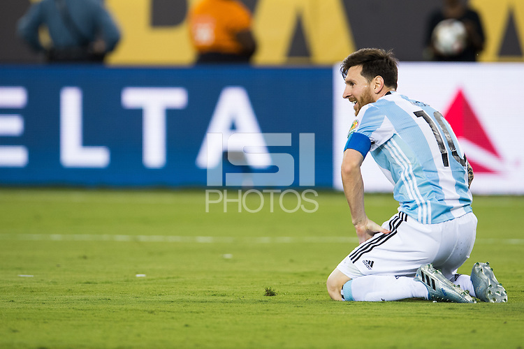 Action photo during the match Argentina vs Chile, Corresponding to Great Final of the America Centenary Cup 2016 at Metlife Stadium, East Rutherford, New Jersey.<br /> <br /> <br /> Foto de accion durante el partido Argentina vs Chile, correspondiente a la Gran Final de la Copa America Centenario 2016 en el  Metlife Stadium, East Rutherford, Nueva Jersey, en la foto: (i-d) Lionel Messi de Argentina <br /> <br /> <br /> 26/06/2016/MEXSPORT/Jorge Martinez.