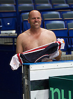 29-01-2014,Czech Republic, Ostrava,  Cez Arena, Davis-cup Czech Republic vs Netherlands, practice,Coach  Raymond Knaap (NED)changing shirts<br />